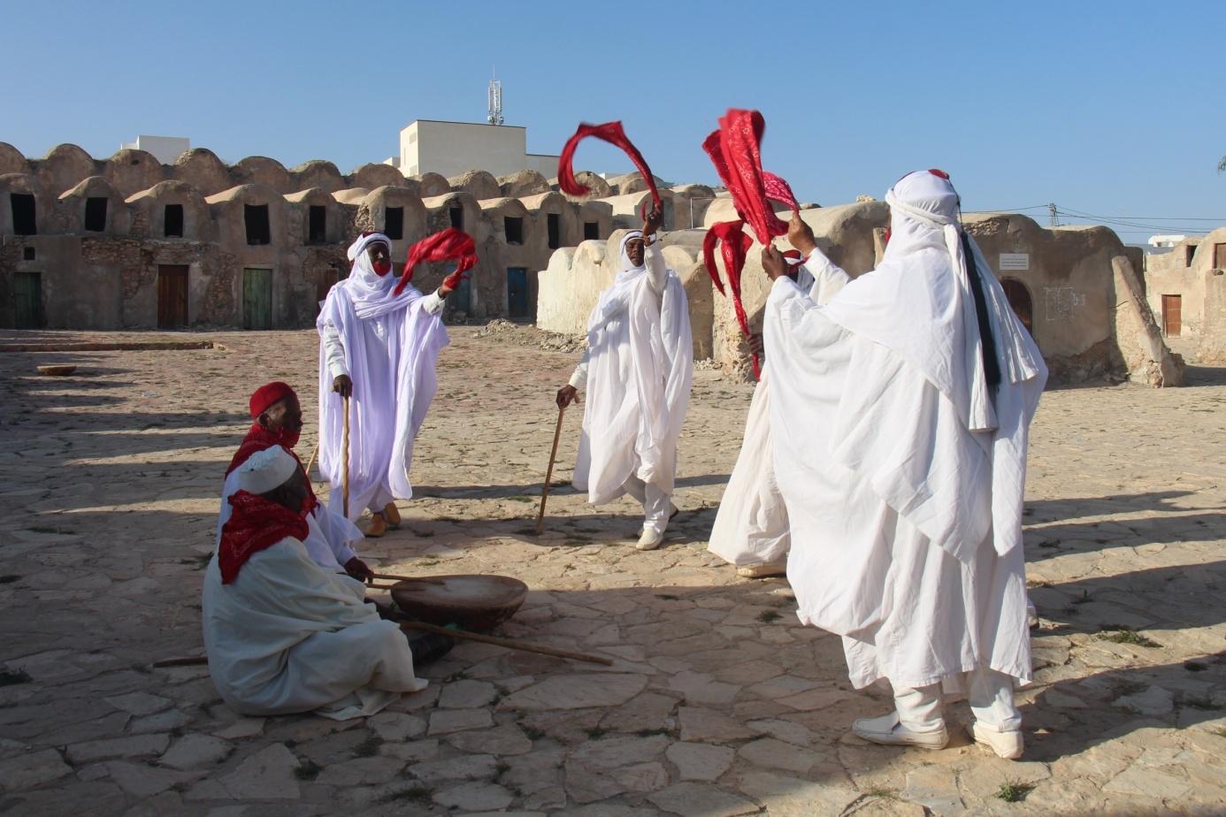 L'art du spectacle chez les ṭwāyef de Ghbonten